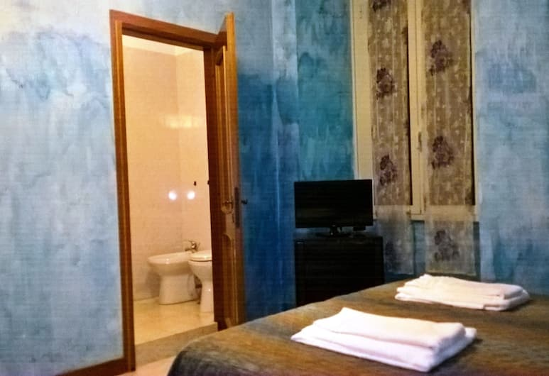 Gigi Holiday Rooms, Rome, Double Room, Guest Room