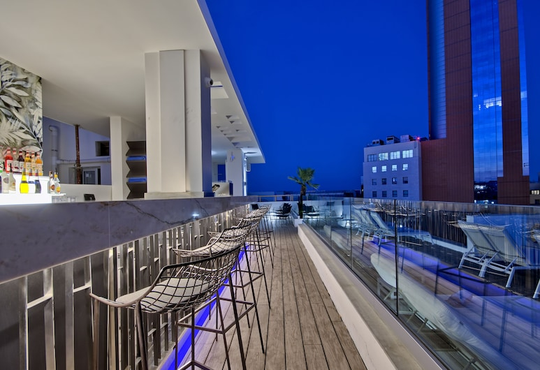 Hotel Valentina, San Ġiljan, Bar en bord de piscine