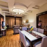 Executive Suite, 2 Bedrooms (With 2 Bathrooms) - In-Room Dining