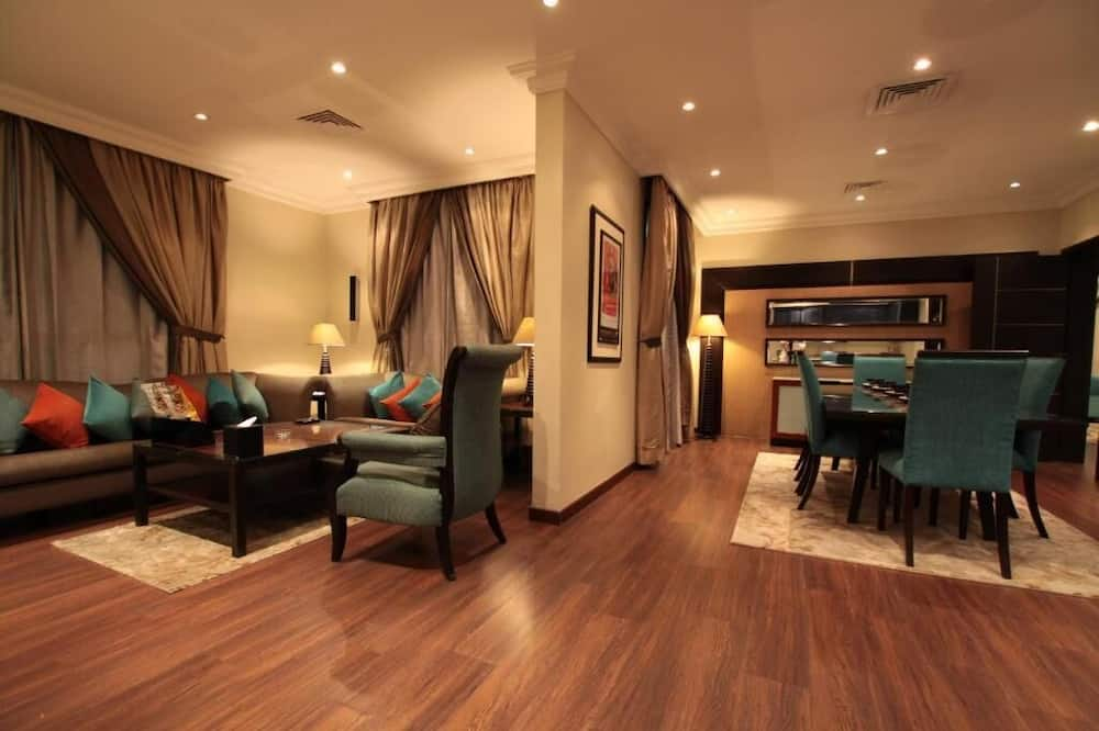 Executive Suite, 2 Bedrooms (With 2 Bathrooms) - Living Area