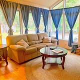 Māja, trīs guļamistabas, nesmēķētājiem, virtuve (Resort) - Dzīvojamā zona