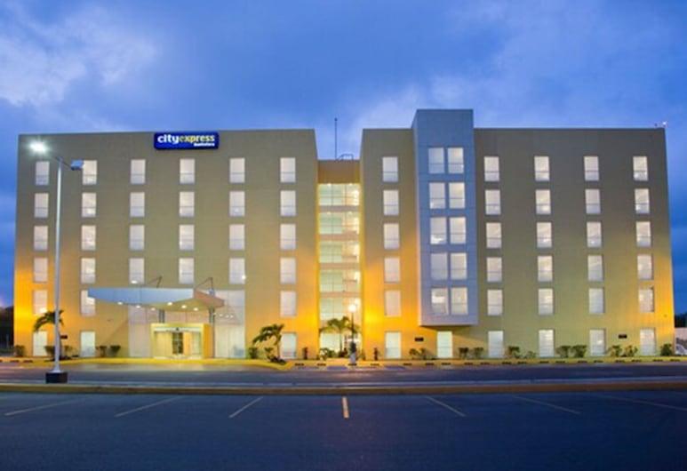 City Express Chetumal, Chetumal, Průčelí hotelu ve dne/v noci