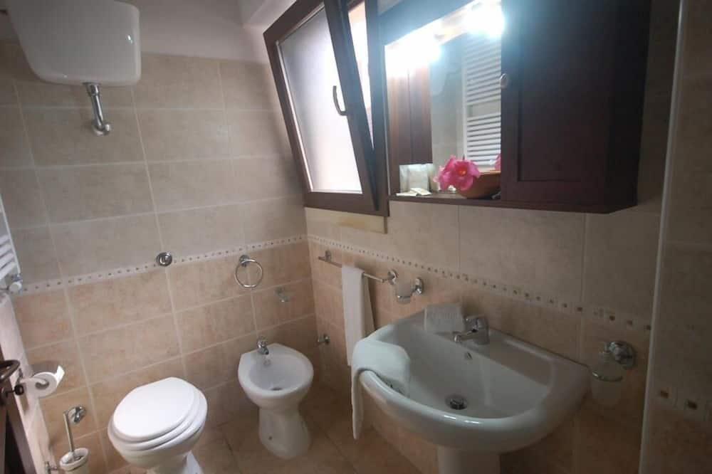 Išskirtinio tipo vila, keli miegamieji, atskiras vonios kambarys, sodas - Vonios kambarys