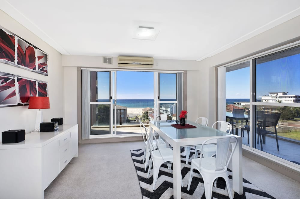 2 Bedroom Apartment (Ocean View) - Living Area