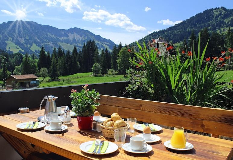 Berg- und Aktivhotel Edelsberg, Bad Hindelang, Restaurante al aire libre