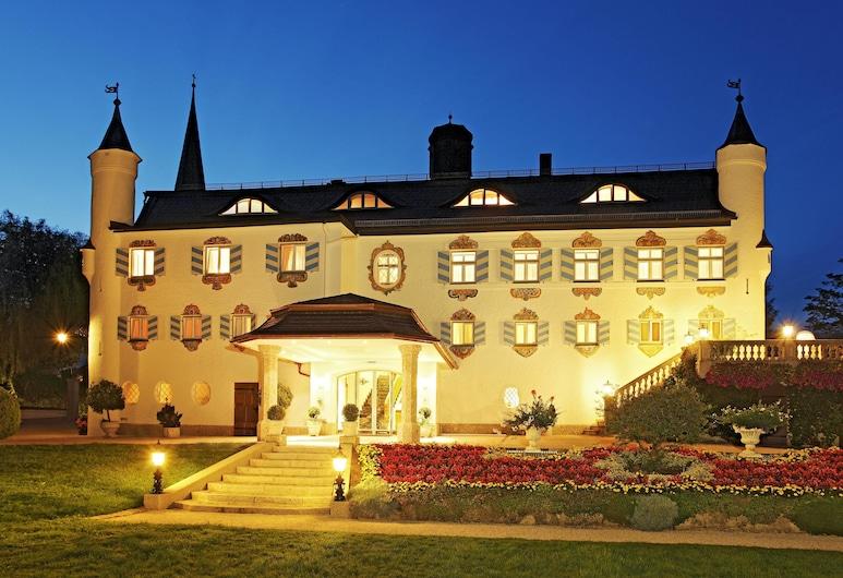 Hotel Bonnschloessl, Bernau am Chiemsee, Hotellets facade - aften/nat