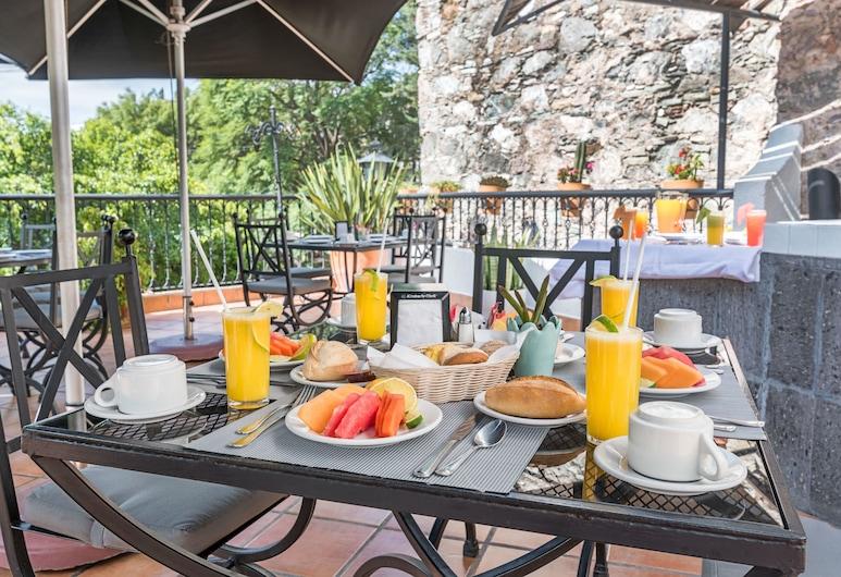 Hotel La Abadia Tradicional, Гуанахуато, Обед на террасе