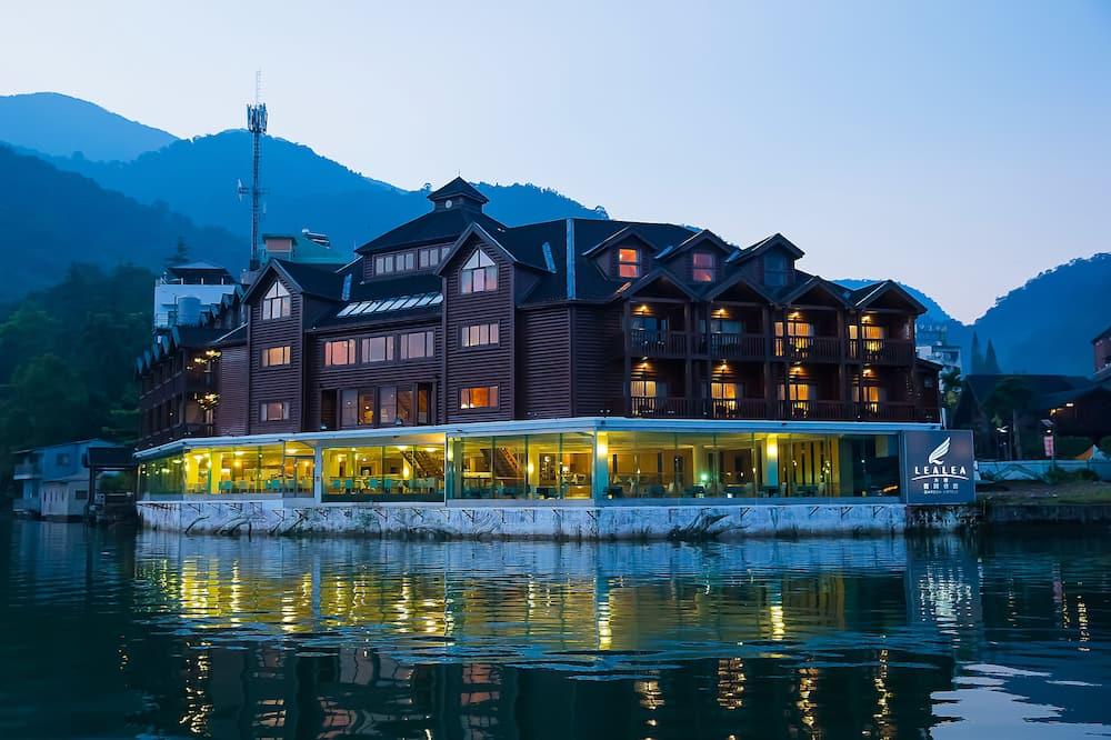 Територія готелю
