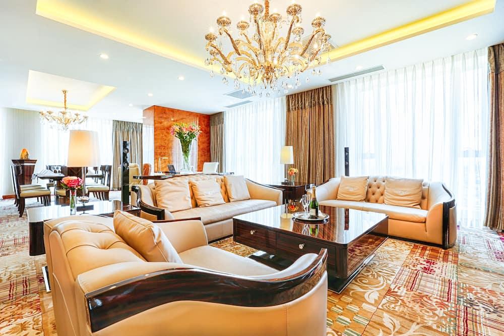Presidential-suite - flere senge - boblebad - bjergudsigt - Stue