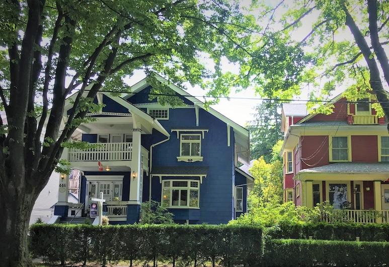 Douglas Guest House, Vancouver, Hotellets facade - aften/nat