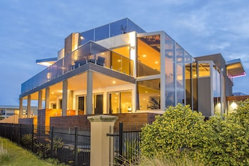 Picture of Starhaven Retreat in Indented Head