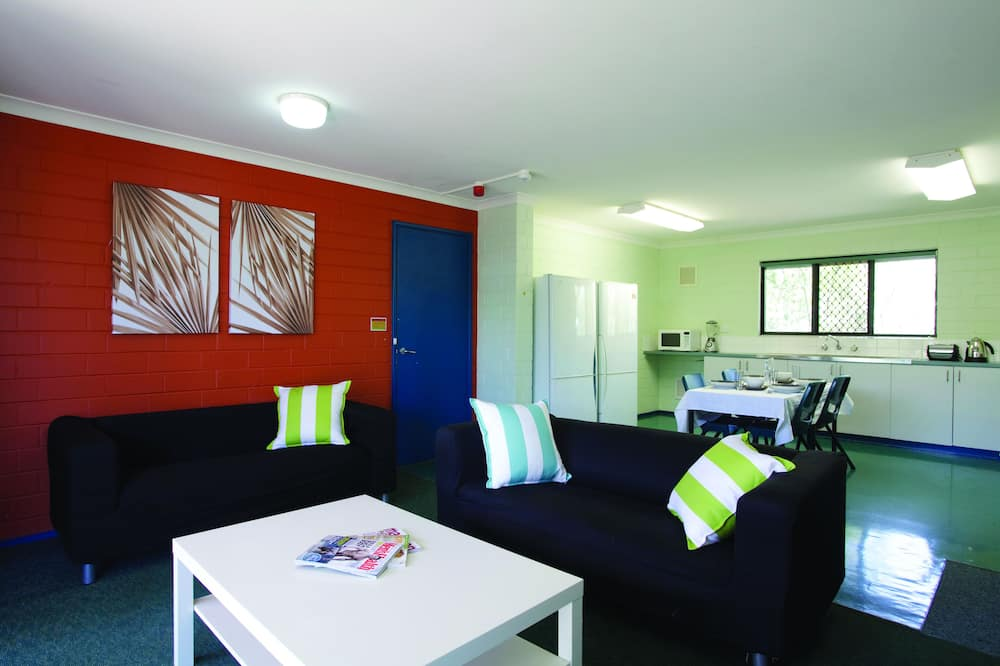 Apartment, 6 Bedrooms - Living Area