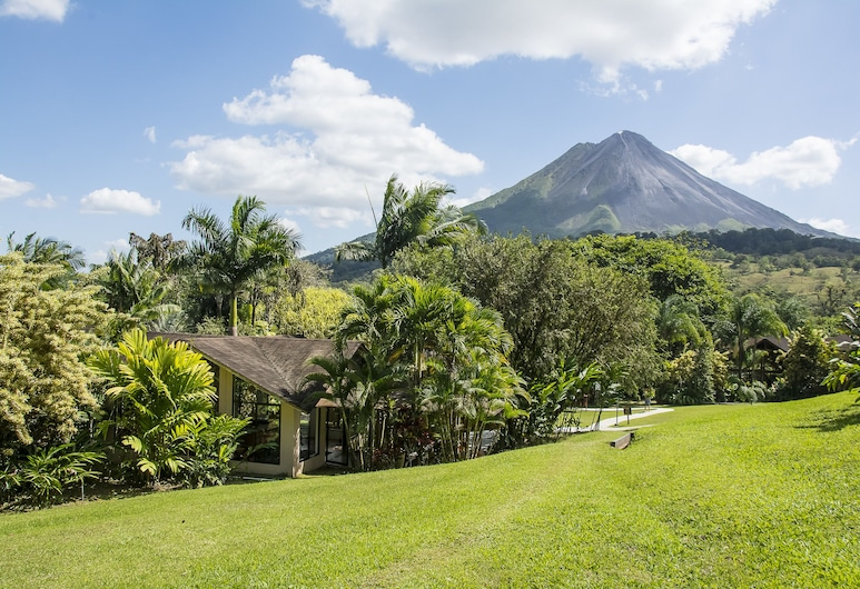 Arenal Paraíso Resort & Thermo Mineral Hot Springs, La Fortuna, Property Grounds