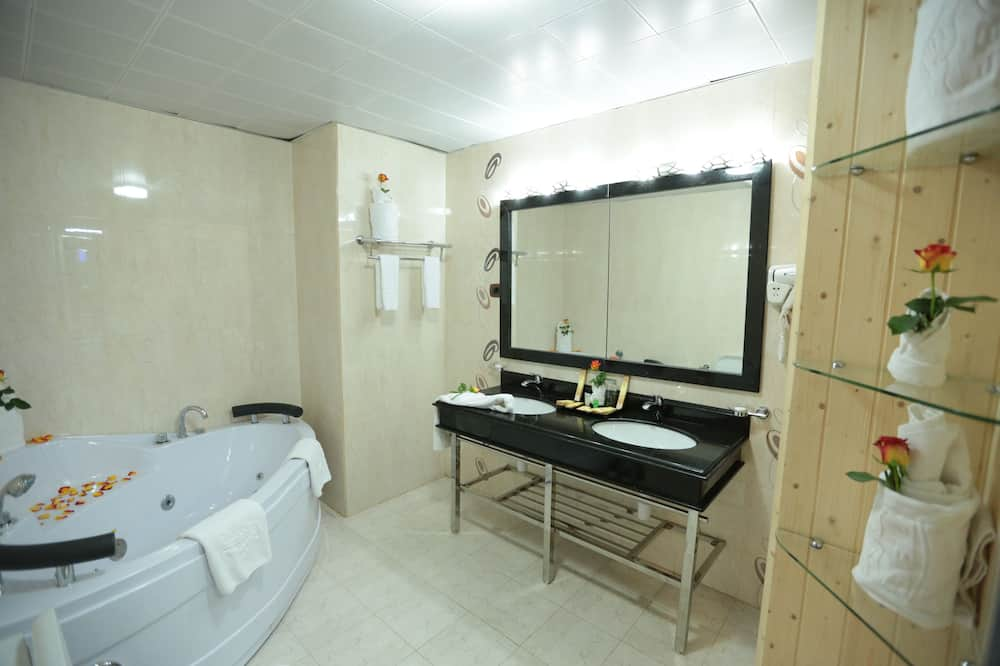 Business Double Room, 1 Bedroom, Accessible, City View - Bathroom