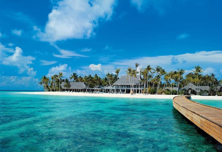 Velaa Private Island, Острів Фушівелавару, Фасад готелю