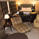 Standard Suite, 1 King Bed, Refrigerator, Lake View - Living Area