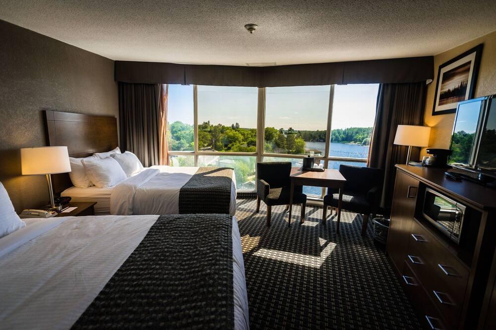 Room, 2 Queen Beds, Lake View - Bathroom