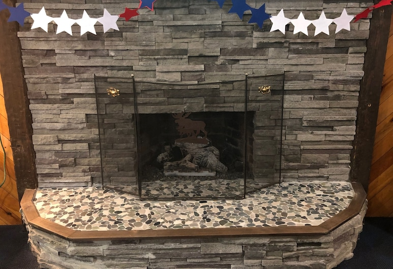 Eastern Inn & Suites, North Conway, Fireplace
