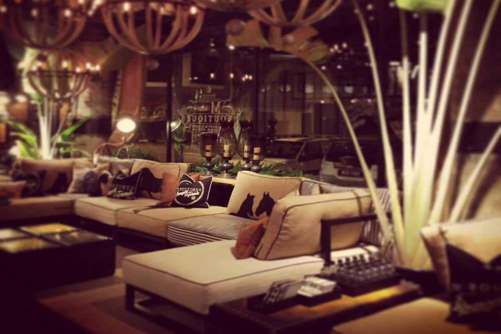 Tempat Duduk di Lobi
