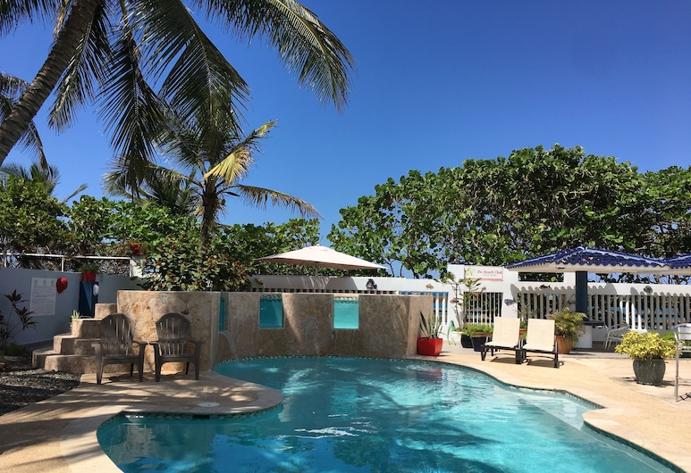 The Beach Club Guest House, Loiza, Family Apartment, 2 Bedrooms, Kitchen, Oceanfront, Garden View