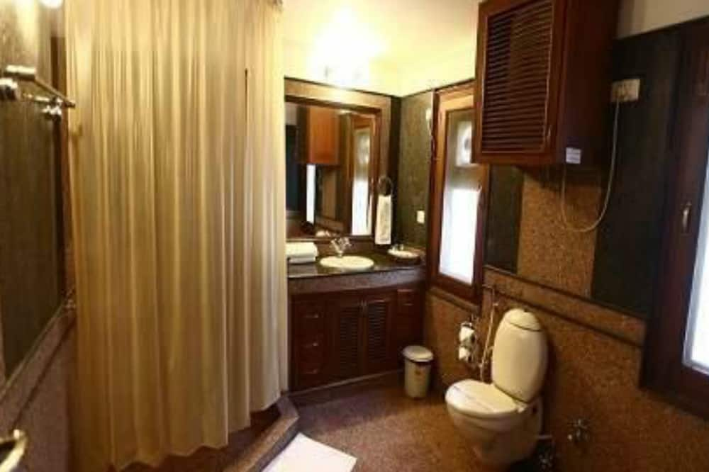 Executive kamer, 1 kingsize bed, roken - Badkamer