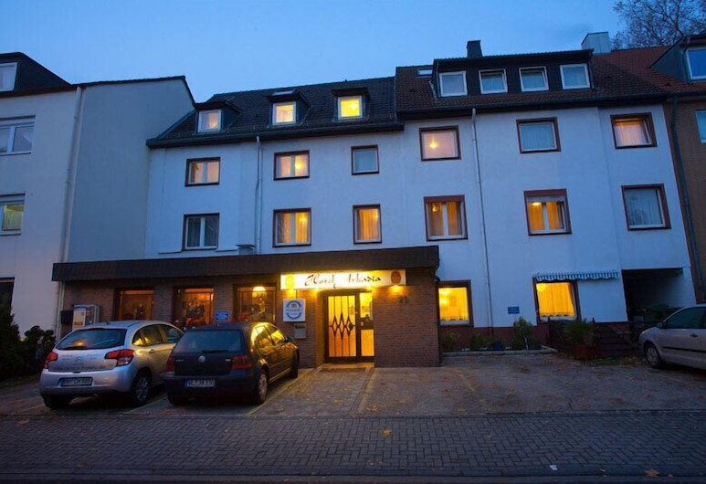 Centro Hotel Arkadia, Cologne, Hotel Front – Evening/Night