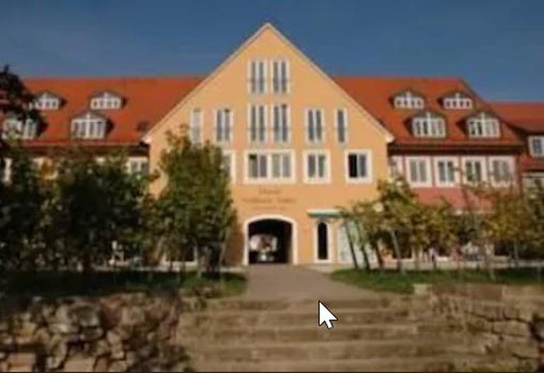 Goldener Anker, Radebeul, Otelin Önü