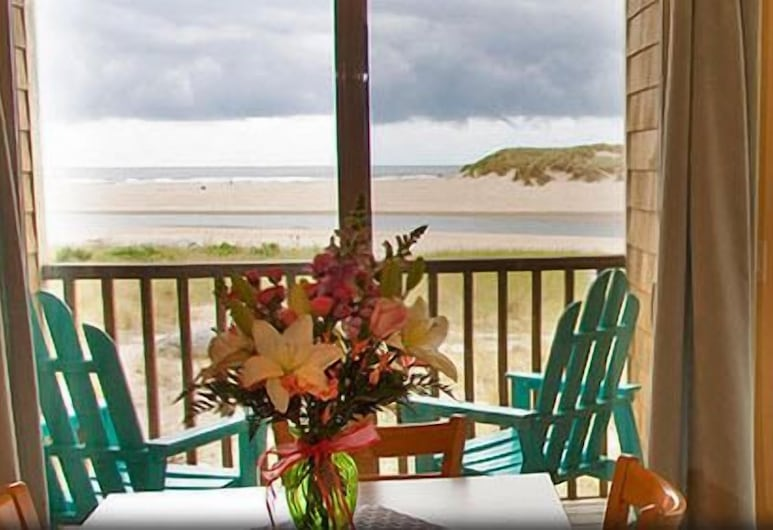 Sea Sprite on the Estuary, Cannon Beach, Tide Pools Alive Studio – First Floor Ocean Front View, Living Room