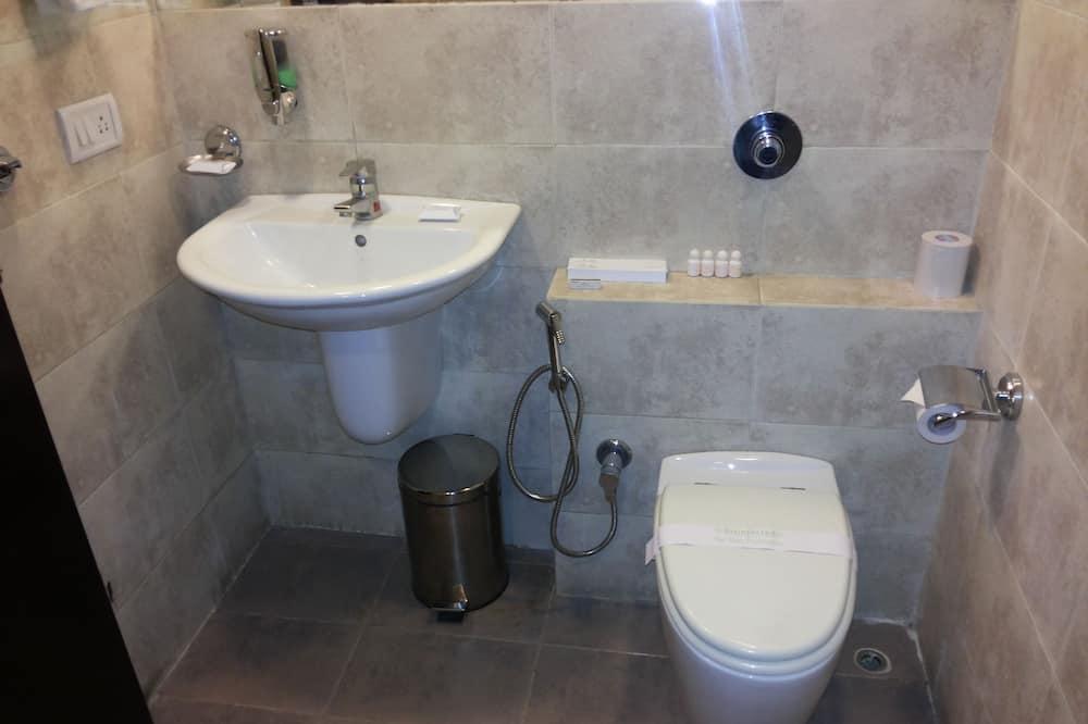 Zimmer (Row House) - Badezimmer