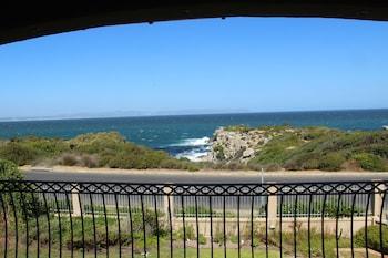 תמונה של On the Cliff Guest House בהרמנוס