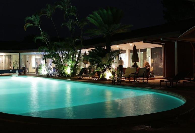 高原羅萊飯店, 安塔那那利佛, 游泳池