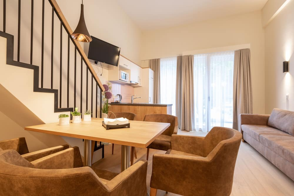 Premium Loft, 1 Bedroom, Lanai, Mountainside - Living Area