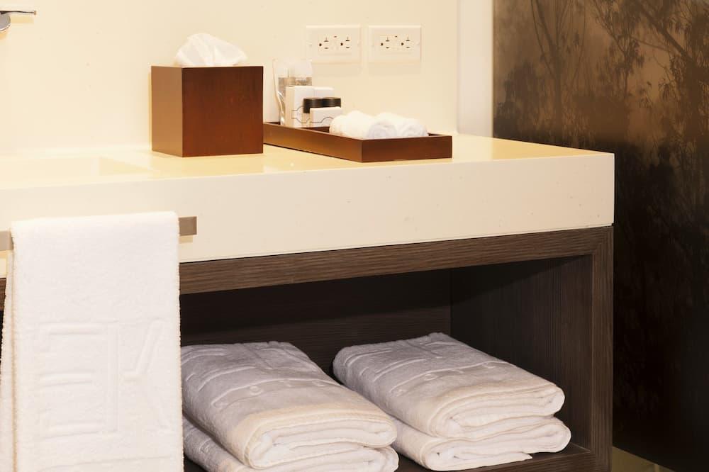Pagerinto tipo kambarys, 1 labai didelė dvigulė lova - Vonios kambarys