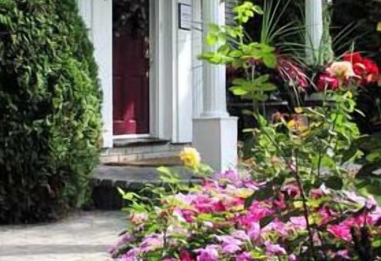 Abacot Hall Bed & Breakfast, Niagara-on-the-Lake, Hotel Entrance
