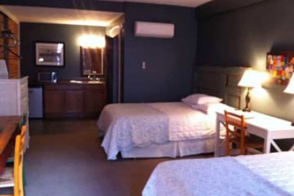 Habitación doble, baño privado (Double Queen Guest Room) - Habitación