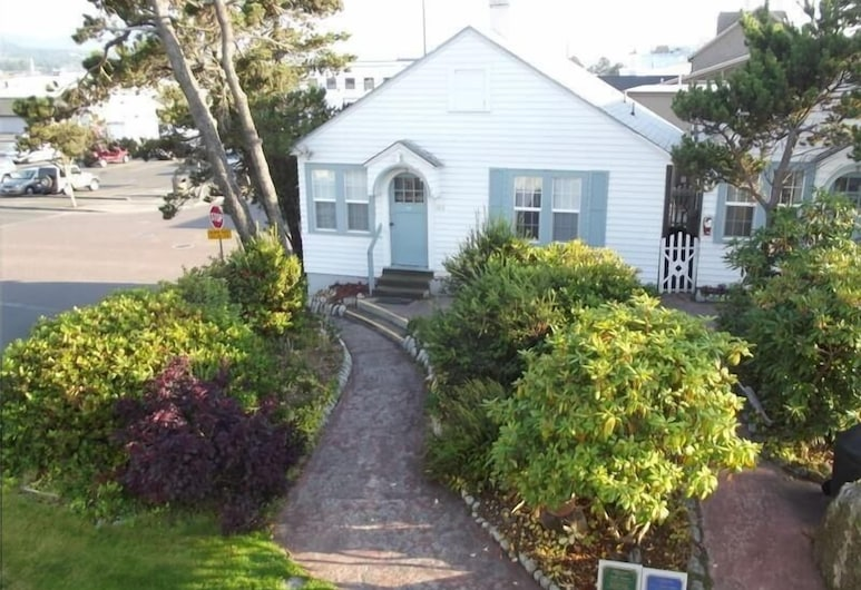 Hillcrest Inn, Seaside, Dog Friendly Classic Cottage, 2 Queen Beds and Sofa Bed, Guest Room