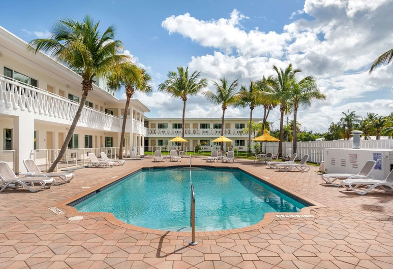 Rodeway Inn near Hollywood Beach, Hollywood, Pool
