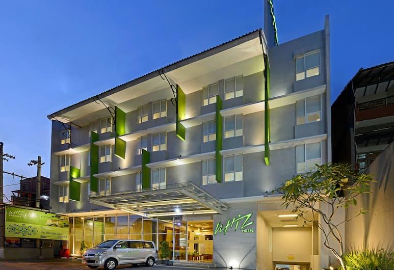 ウィズ ホテル マリオボロ ジョグジャカルタ, ジョグジャカルタ, ホテルのフロント - 夕方 / 夜間