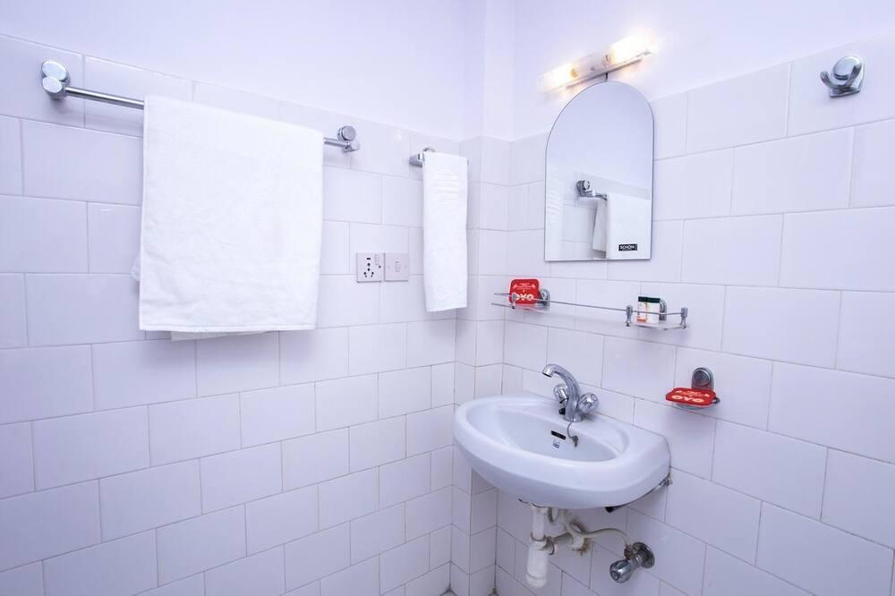 豪華三人房, 1 間臥室, 山景 - 浴室洗手盤