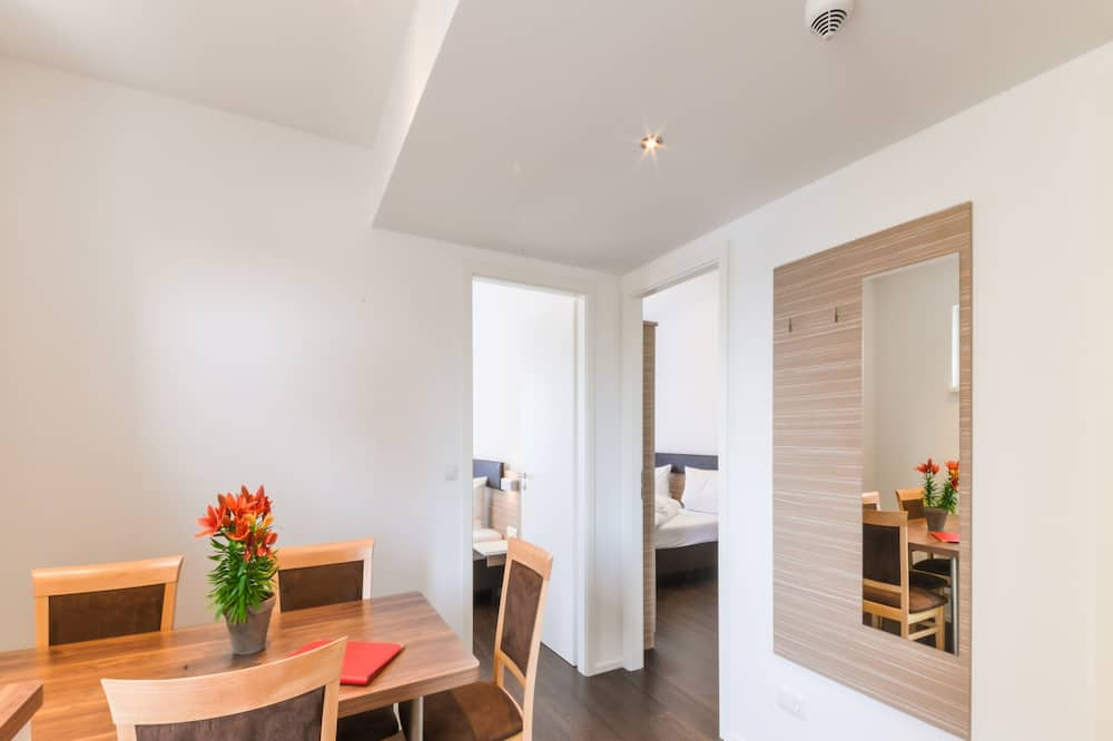 Family Room - Tempat Makan dalam Bilik