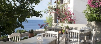 Picture of Hotel Cattleya in Samos