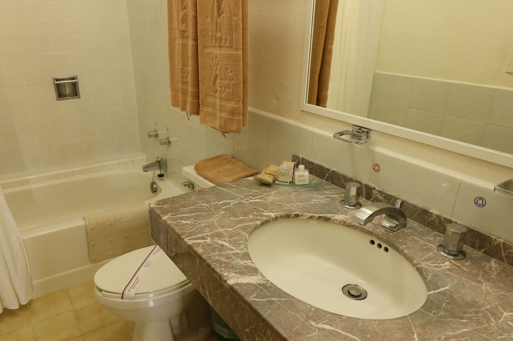 Suite, 2 Double Beds (Master) - Bathroom