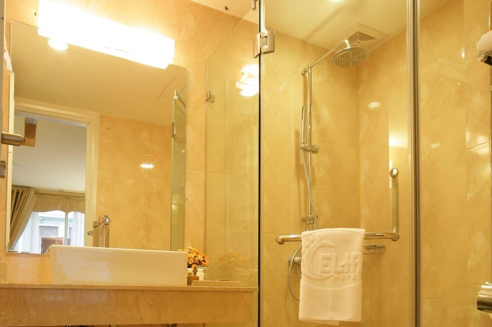 Duplex rodzinny, 2 sypialnie, pokoje połączone - Łazienka