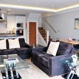 Garden Apartment, 2 Bedrooms - Living Area