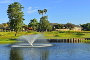 Picture of Carlton Oaks Golf Resort in Santee