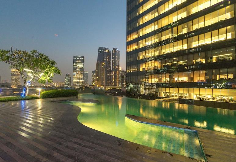 Manhattan Hotel, Jakarta, Kolam Renang Luar Ruangan