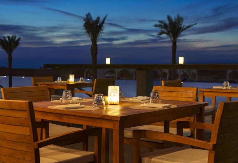 DoubleTree by Hilton Dubai - Jumeirah Beach, Dubai, Outdoor Dining