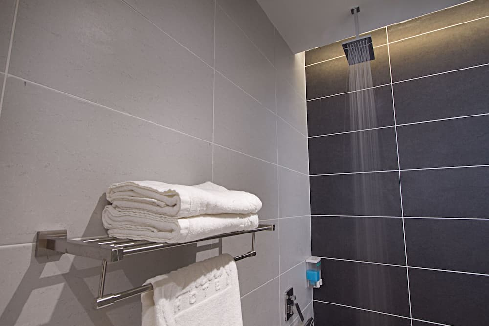 Quadruple Room - Bathroom Shower
