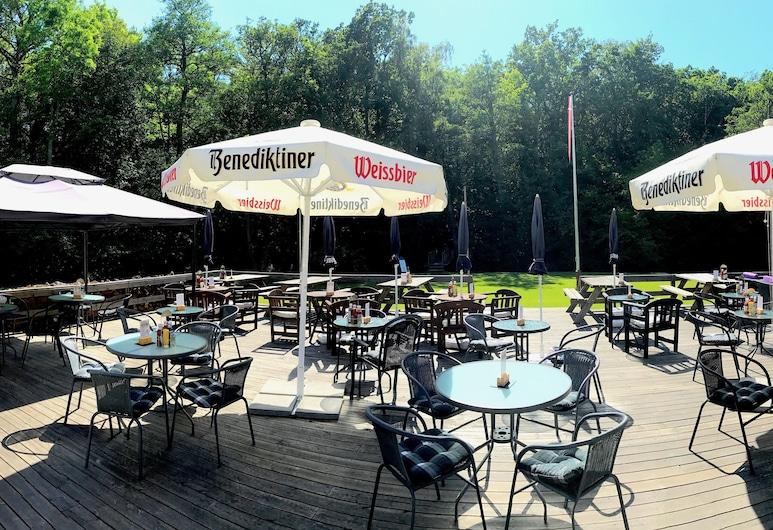 Hotel Skovly, Ronne, Terrasse/patio