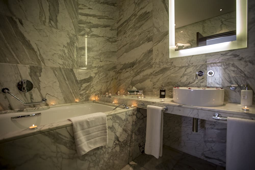 Улучшенный люкс, 1 двуспальная кровать «Квин-сайз» - Ванная комната